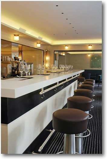 bar corian pour le magasin caviar house crea diffusion. Black Bedroom Furniture Sets. Home Design Ideas