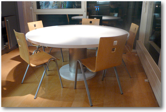 Table de cuisine corian ronde crea diffusion - Table ronde de cuisine ...